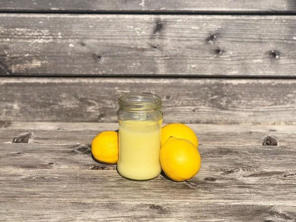 Selbstgemachtes-Zitronen-Kokos-Peeling